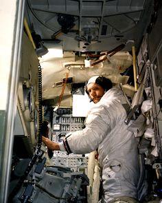 810 Print NASA Apollo 11 Neil Armstrong Lunar Module Simulator - Ideas of Apollo 11 Neil Armstrong, Apollo Space Program, Nasa Space Program, Astronauts In Space, Nasa Astronauts, Apolo Xi, Photo Bb, Apollo 11 Moon Landing, Los Kennedy