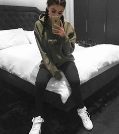 Inspirations of Kylie Jenner's Outfit for Your Casual Day - Femalikes Kylie Jenner Outfits, Trajes Kylie Jenner, Kylie Jenner Style, Kylie Jenner Hoodie, Kylie Jenner Fashion, Kendall Jenner, Look Fashion, Teen Fashion, Fashion Outfits