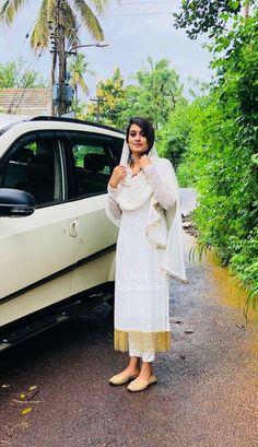 Simple Pakistani Dresses, Pakistani Dress Design, Indian Dresses, Simple Dresses, Dress Neck Designs, Designs For Dresses, Indian Wedding Outfits, Indian Outfits, Salwar Dress
