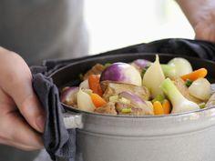 Eintopf mit Kalb und Gemüse auf französische Art ist ein Rezept mit frischen Zutaten aus der Kategorie Kalb. Probieren Sie dieses und weitere Rezepte von EAT SMARTER!