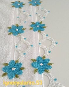 This Pin was discovered by Ayş Crochet Borders, Filet Crochet, Crochet Flowers, Crochet Lace, Beaded Jewelry, Handmade Jewelry, Wedding Dress Trends, Needle Lace, How To Make Necklaces