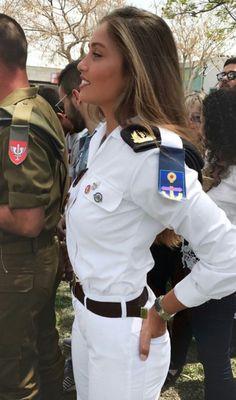 mm girls guns 12 11 17 600 54 Kiss my trigger discipline good bye Photos) Idf Women, Military Women, Military Girl, Military Fashion, Military Style, Navy Military, Mädchen In Uniform, Girls Uniforms, Pinup