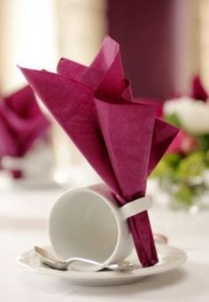 Günstige Dekoartikel - Bildergalerie Diy Craft Table fold down craft table diy Cranberry Color, Decoration Table, High Tea Decorations, Origami Decoration, Balloon Decorations, Wedding Decoration, Dinner Table, Brunch Table, Brunch Food