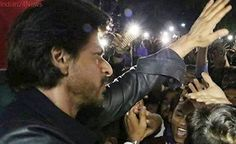 Shah Rukh Khan condoles fan's death during Raees frenzy at Vadodara railway station, watch video