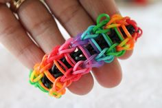 Rainbow loom Ladder Armband - http://www.rainbow-loom.nl/rainbow-loom-videos-voorbeelden/rainbow-loom-nederlands-ladder-armband-bracelet/