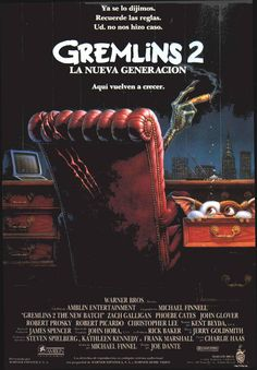 """30 pósters que sirven como homenaje a las dos películas creadas por Joe Dante, """"Gremlins"""", con Gizmo como principal protagonista."""