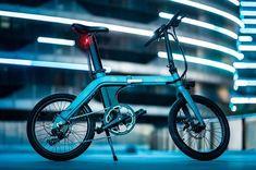 Fiido D11 (Foto: Divulgação)  As bicicletas dobráveis - antes uma ideia curiosa para fãs do celim - têm bastante tempo de estrada, e há quem aposte na ideia como uma alternativa engenhosa ao chamado 'last mile', aquele último pedaço do trajeto diário casa/trabalho que nem sempre é bem servido por soluções de transporte público ou coletivo. Vai saber: uma bike compacta assim pode ser parte út Last Mile, Gq, Kids Cycle, 100 Km, 20 Inch Wheels, Folding Bicycle, Cool Bicycles, Electric Cars, Tricycle