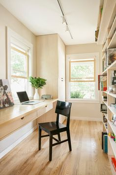 writing desk with drawers Home Office Contemporary with bookshelves built-in desk desk double hung windows drawers home Bookshelves Built In, Built In Desk, Home Office Space, Home Office Desks, Small Office, Basement Office, Office Table, Canapé Design, Interior Design
