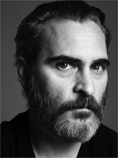 Promoting Mary Magdalene, Joaquin Phoenix covers Interview's April 2018 issue. Hedi Slimane photographs the actor in a series of black and white portraits. Joaquin Phoenix, Teen Celebrities, Celebs, River Phoenix, Celebrity Portraits, Black And White Portraits, Mans World, Hollywood Actor, Beard Styles