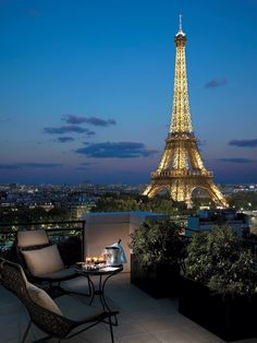Champagne here please - Shangri-La Hotel Paris offers some of the best Eiffel Tower views in the city. Paris Hotels, Hotel Paris, Paris Paris, Paris Cafe, Shangri La Paris, Shangri La Hotel, Dream Vacations, Vacation Spots, Vacation Travel