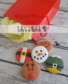 Holiday Cookies-love the buddy the elf one! Mini Cookies, Iced Cookies, Royal Icing Cookies, Cupcake Cookies, Christmas Sugar Cookies, Christmas Sweets, Holiday Cookies, Christmas Baking, Christmas Cakes