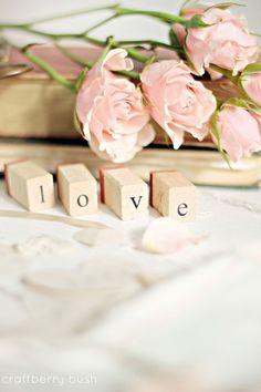 1 Corintios 13:13 Y ahora permanecen la fe, la esperanza y el amor, estos tres; pero el mayor de ellos es el amor.♔
