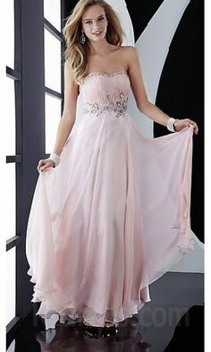 Oh my... this dress is gorgeous.