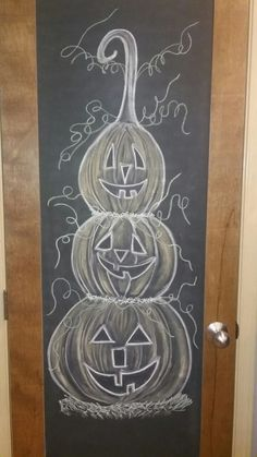 autumn Pumpkin chalkboard blackboard drawing Raising Confident Girls Article Body: Many parents toda Fall Chalkboard Art, Halloween Chalkboard Art, Chalkboard Doodles, Chalkboard Designs, Chalkboard Paint, Chalkboard Ideas, Blackboard Drawing, Blackboard Art, Chalkboard Drawings