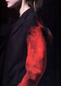 Yohji Yamamoto A/W 2009 - looks like red wool has been needle felted into this dark coloured blazer. Yohji Yamamoto, Fashion Details, Look Fashion, Fashion Design, Red Fashion, Fashion Art, Fashion Brands, Textiles, Mode Style