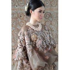 Intip Koleksi Tenun Ikat Indonesia Karya Didiet Maulana