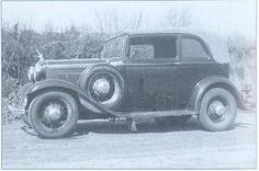 WD Jones from the FBI Barrow file with a stolen Model A Ford car. WD was one of Clyde Barrows gang of the infamous Bonnie and Clyde. Bonnie And Clyde Quotes, Bonnie And Clyde Death, Bonnie Clyde, Baby Face Nelson, William Daniels, Bonnie Parker, Hazel Hair Color, Ford V8, Filling Station