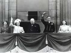 Prime Minister Winston Churchill joins Royal Family 1945 on the balcony at Buckingham Palace on VE Day, end of in Europe. L to R Princess Elizabeth Queen Elizabeth, Winston Churchill, King George VI, Princess Margaret. Princesa Margaret, Princesa Elizabeth, George Vi, Winston Churchill, Churchill Quotes, Beatles, Victory In Europe Day, Bbc, King's Speech