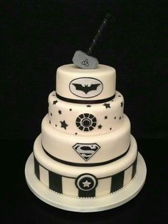 Superhero Wedding Cakes That Will Make Your Day Totally Epic Superhero Wedding Cake, Batman Wedding Cakes, Marvel Wedding, Geek Wedding, Superhero Cake, Wedding Vows, Superhero Logos, Batman Cakes, Wedding Rings