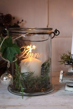 Maalaamalla tai siirtokirjaimilla syntyy yksilöllisiä lahjoja.  #sisustus #diy Window Candles, Home Candles, Candle Lanterns, Tea Light Candles, Tea Lights, Country Christmas, Christmas Time, Christmas Crafts, Christmas Decorations