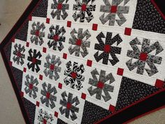 I think this would be beautiful in a very very dark hunter green for the holidays!  Somehow this block on stark white looks like a traveling snowflake.