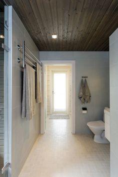 Kontio Laajaranta, kohde numero 14 / Decor that would work in a beach house Laundry In Bathroom, Bathroom Styling, Log Homes, My Dream Home, Beach House, Bathtub, Inspiration, Furniture, Bathrooms