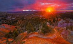 Here's a stunning #sunrise @BryceCanyonNPS photo. Plan your visit to Bryce by visiting http://www.recreation.gov  today! pic.twitter.com/vamAORlsAT