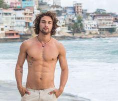 Nuno, personagem de Pablo Morais, é um jovem pescador, paizão e apaixonado por Vanda (Foto: Artur Meninea / Gshow)