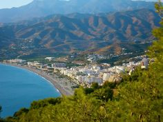 A view of the town where our Spanish language school is located. A small Spanish town, with nice tapas bars, restaurants and romantic chiringuitos. The ideal place to immerse into the Spanish culture! http://spanishschoolherradura.blogspot.com.es