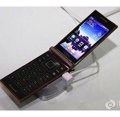 Samsung W2014 е първият флип със Snapdragon 800 процесор. Струва 1640 долара   359gsm.com