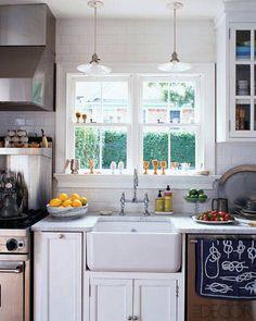 White Kitchen Photos - Pictures of White Kitchens - ELLE DECOR Cramped work space in the kitchen. Not very functional. Apron Sink Kitchen, Farmhouse Sink Kitchen, Country Kitchen, New Kitchen, Kitchen Dining, Kitchen Decor, Farm Sink, Kitchen Sinks, Nautical Kitchen