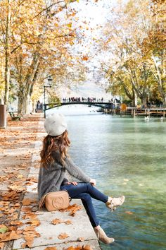 Teenage Girl Photography, Photography Poses Women, Autumn Photography, Girl Photography Poses, France Photography, Lovely Girl Image, Beautiful Girl Photo, Beautiful Pictures, Images Esthétiques