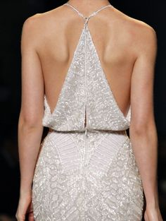 Oh my! The back of this dress even the waist line is perfecto!