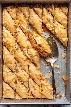 Lebanese Baklava Recipe, Lebanese Desserts, Easy Baklava Recipe, Easy Lebanese Recipes, Arabic Dessert, Arabic Sweets, Middle Eastern Desserts, Middle Eastern Baklava Recipe, Roasted Walnuts