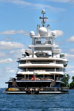 Luxury yatch.Amazing, luxury, awesome, expensive, enormous, giant, modern, exclusive boat & yacht. Increible, lujoso, espectacular, caro, enorme, gigante, moderno, exclusivo barco/yate.