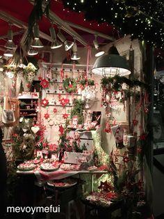 Christmas Stand @ Gendarmenmarkt #Berlin #Christmasmarket #travel #mevoymefui www.mevoymefui.wordpress.com
