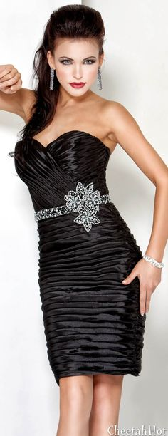 JOVANI - Tiered Cocktail Gown
