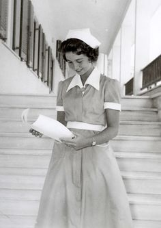 SOFÍA EN GRECIA :: Foros Realeza-Princess Sophia of Greece wearing her nursing uniform