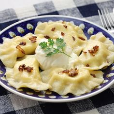 A must eat when in Krakow: 5 traditional food from Polish cuisine Vegetarian Dim Sum, A Food, Food And Drink, National Dish, Polish Recipes, Group Meals, Empanadas, Meals For One, Macaroni And Cheese