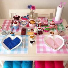 İki kişilik bir kahvaltı Pink Drink Recipes, Pink Dollhouse, Christmas Chair, Gas Fire Pit Table, Kitchen Necessities, Breakfast In Bed, Decoration Table, Food Design, Kitchen Decor