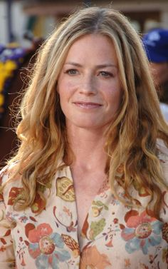 Celebrities - Elisabeth Shue Photos collection You can visit our site to see other photos. Elisabeth Shue, Older Women Hairstyles, Unique Hairstyles, Short Hairstyles, Hair Magazine, Trending Hairstyles, Powerful Women, Hottest Photos, Karate