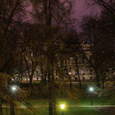 Slottsparken om natten, fra haugen mot Parkveien