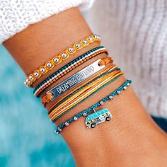 Pura Vida Bracelets®: Founded in Costa Rica - Handmade Bracelets Pura Vida Bracelets, Id Bracelets, Handmade Bracelets, Friendship Bracelets, Summer Bracelets, Bff, Accesorios Casual, Hang Ten, Beaded Anklets