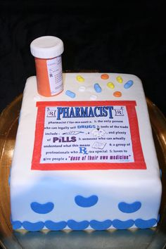 Pharmacy graduation cakes on Pinterest  Graduation Cake, Pill Bottles ...