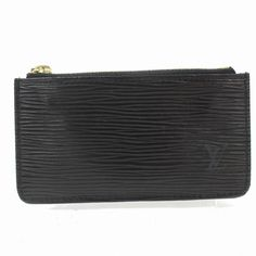 The Louis Vuitton Pochette Cles Key Coin Pouch 871552 Black Epi Leather Clutch is a top 10 member favorite on Tradesy. Leather Clutch, Leather Purses, Clear Tote Bags, Louis Vuitton Clutch, Louis Vuitton Accessories, Vintage Monogram, Pouch Bag, Vintage Louis Vuitton, Authentic Louis Vuitton