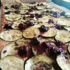 Blaubeer Zucchini flammkuchen #lilasfood #oberwart #veggie #vegetarisch Zucchini, Vegetables, Instagram Posts, Food, Kuchen, Essen, Vegetable Recipes, Meals, Yemek