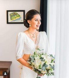Sri Lankan Wedding Saree, Sri Lankan Bride, Bridal Sari, Wedding Sarees, Bridal Outfits, Bridal Dresses, Bridesmaid Saree, Wedding Stuff, Wedding Day