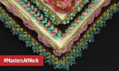 Вишивання вимагає терпіння та практики. Найкращі екземпляри оздоблених голковим мереживом скатертин, простирадл та шарфів можна знайти на турецьких базарах. #MastersAtWork
