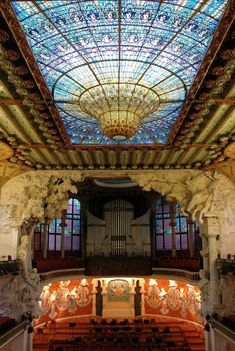 Palau de la Música Catalana. Designed in the Catalan modernista style by the architect Lluís Domènech i Montaner, it was built between 1905 and 1908