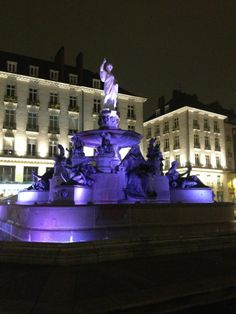 Place Royale Nantes France, Ville France, Belle Villa, France Europe, Four Square, Statue Of Liberty, Places To Go, Lifestyle, Architecture